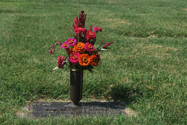 Die passenden Blumen einer Urnenbeisetzung