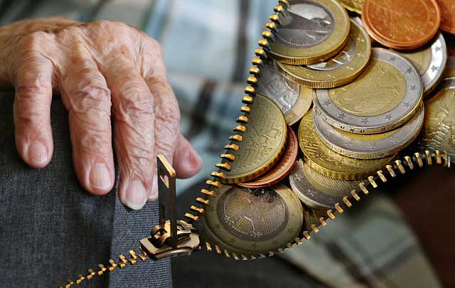 Bild von Geld in Trauerkarte bei Verwandten