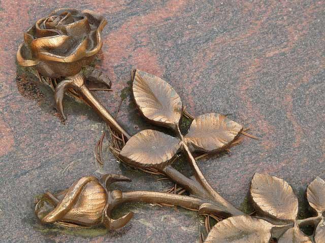 Bild von Grabgestaltung: So bleiben Gräber das ganze Jahr pflegeleicht