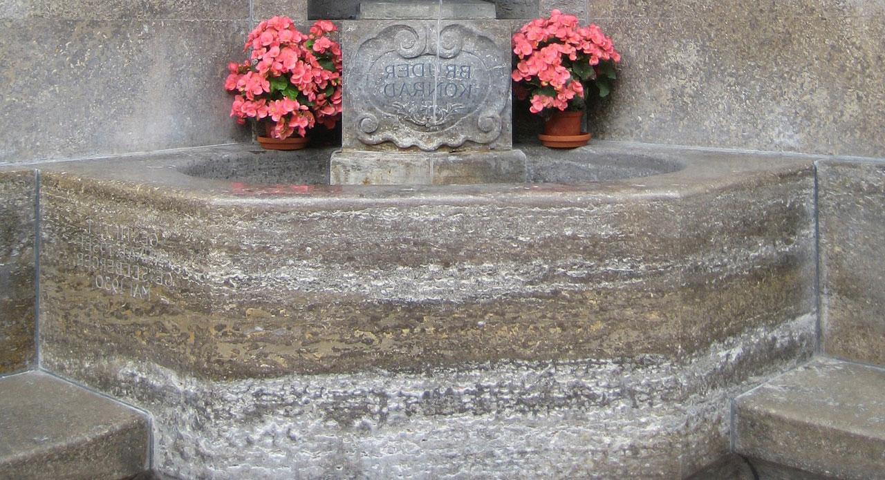 Ein Weihwasserkessel für das Grab